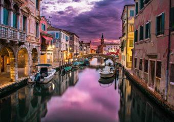 célèbres canaux de Venise à l'aurore